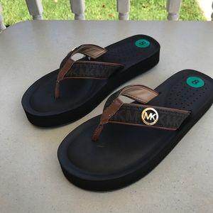 Michael Kors NEW Gage Flip Flops Sandals Size 8